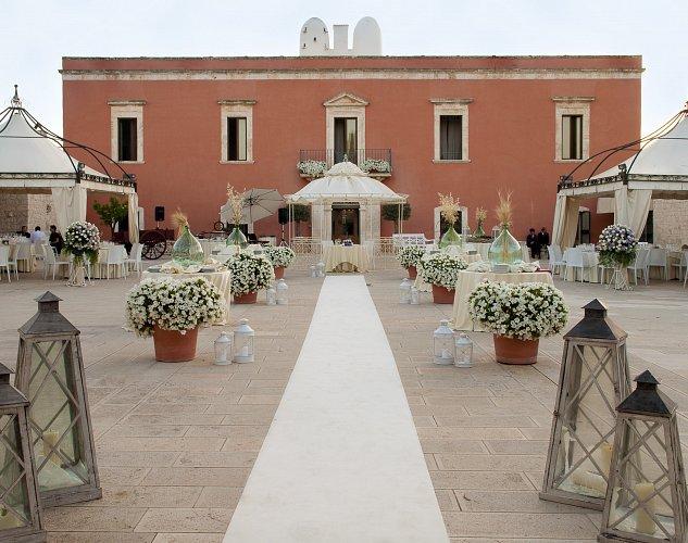 Elegant masseria Puglia chic wedding
